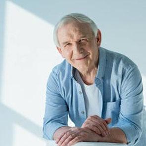 2b97ac827 ... a Degeneração Macular Relacionada à Idade (DMRI), uma das principais  causas de cegueira em pessoas com mais de 50 anos. Visite seu médico  regularmente!